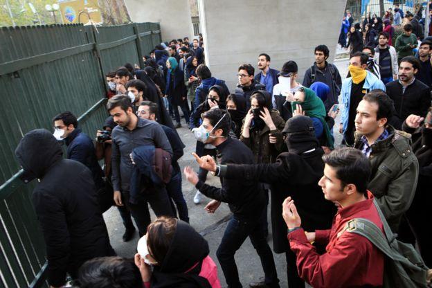 Милиция  застрелила 2-х  участников антиправительственных демонстраций, захлестнувших Иран