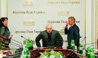Turchynov gives up his seat to Groysman