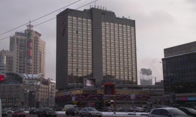 Гостиницу Лыбидь в Киеве окружила полиция и люди в камуфляже