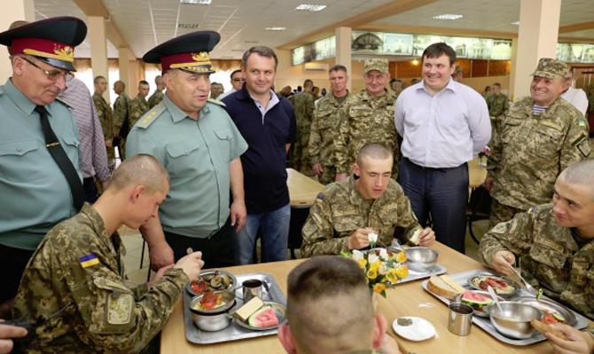 Яценюк обвинил четыре фирмы в попытках сорвать тендеры на питание армии
