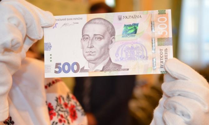 НБУ продемонстрировал степени защиты обновленных 500 гривень