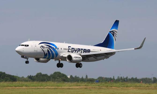 Пропавший самолет EgyptAir, летевший изПарижа вКаир, упал вморе