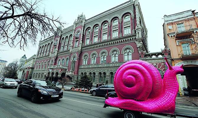 Заграничный капитал тихо линяет избанковской системы Украинского государства