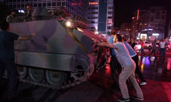 Военный переворот в Турции число погибших достигло 90 человек