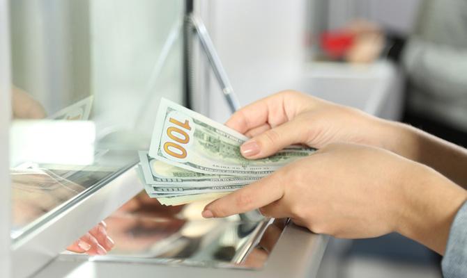 Украинцам разрешили покупать валюту до 150 тыс. без паспорта