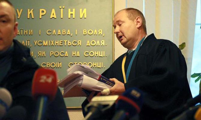 Киевский судья получил 150 тыс. долларов втрехлитровой банке