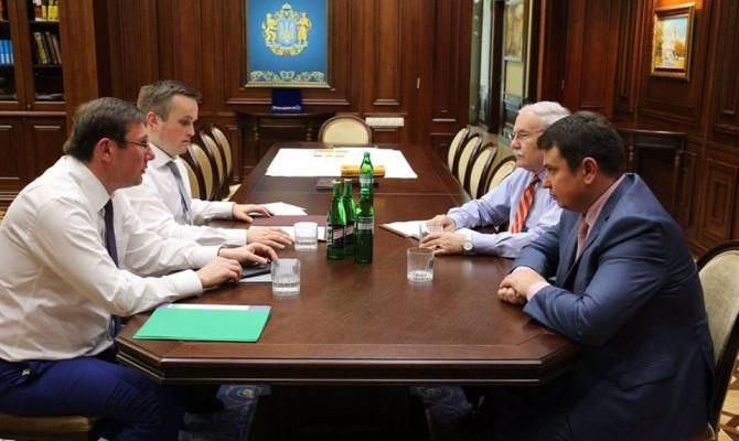 Луценко встретился сПорошенко исиловиками поконфликту ГПУ— НАБУ