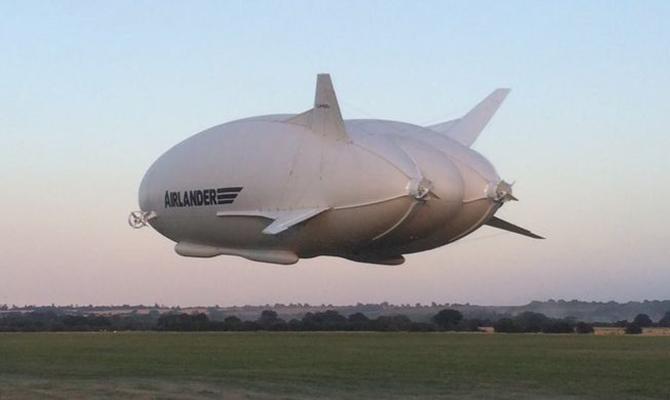 Крупнейшее вмире воздушное судно взлетело в Британии: появилось видео