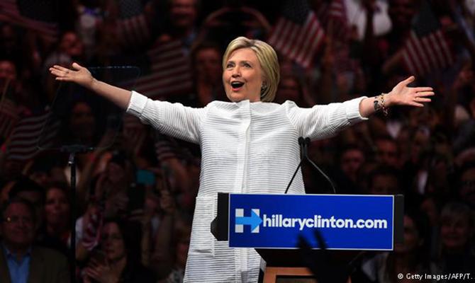 Любовь Трампа кПутину оскорбительна для американских патриотов— Хиллари Клинтон