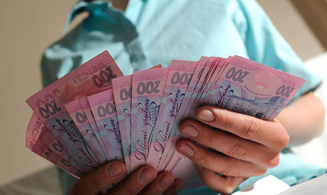 Украина займет зарубежом три млрд. долларов