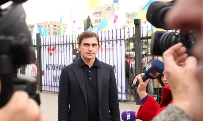 На совещании Киевоблсовета народные избранники начали процедуру обсуждения кандидатуры нового губернатора