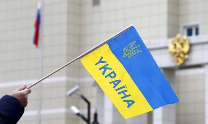 Большинство украинцев выступили против визового режима сРоссией— опрос