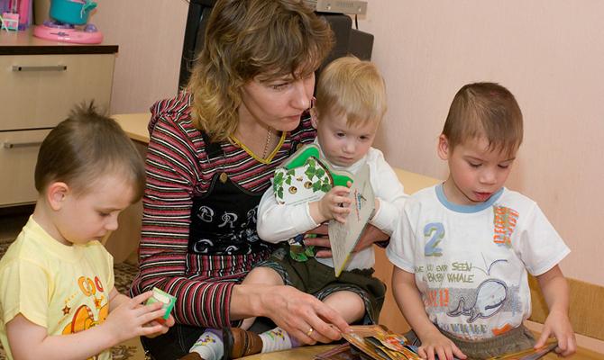 Порошенко подписал закон овведении института наставничества над детьми-сиротами