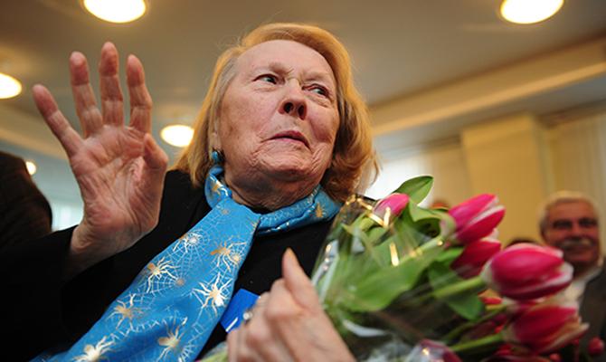 Мед. персонал сказали отяжелом состоянии исполнительницы Людмилы Ивановой