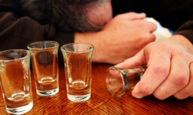 Вгосударстве Украина зафиксировано 135 случаев алкогольного отравления