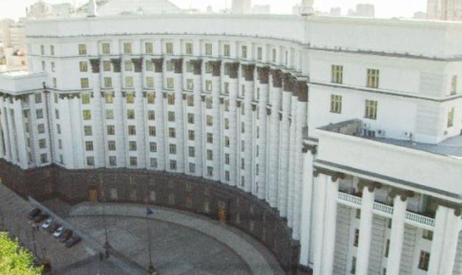 Кабмин поднял зарплаты руководителям силовых структор