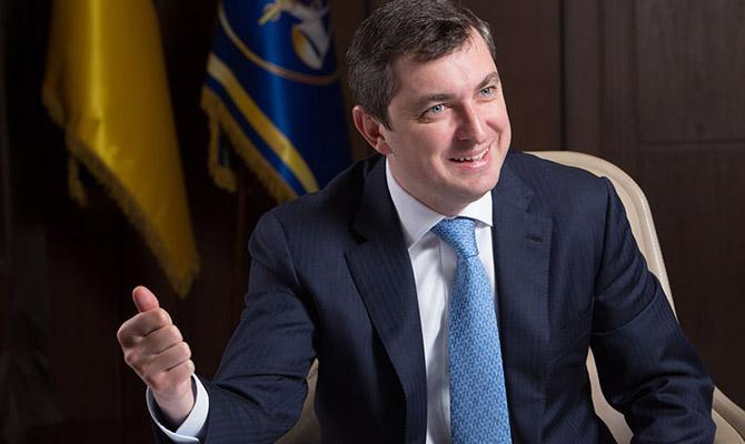 Руководитель Фонда госимущества задекларировал млн. долларов наличными