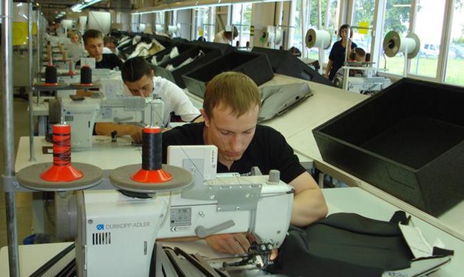ВоЛьвовской области открыли завод комплектующих для Ауди и БМВ