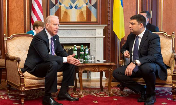 Байден поздравил Порошенко свведением системы электронных деклараций