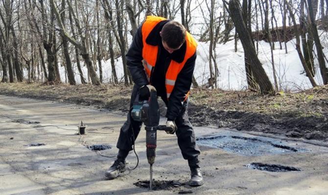 Руководитель ОГА: Ремонт дорог вДонецкой области обойдется в2 млрд гривень