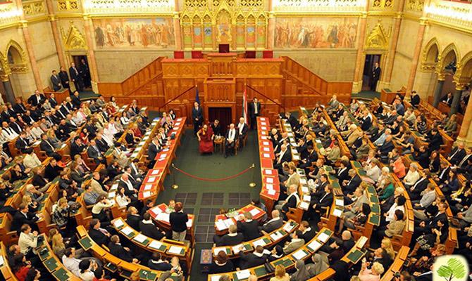 Парламент Венгрии будет голосовать зазапрет квот для мигрантов