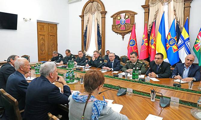 Зарубежные стратегические советники приступили кпрактической работе вМинобороны Украины