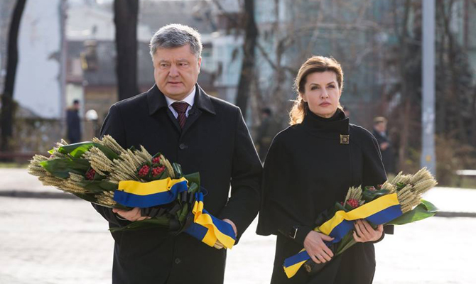 Дипломаты должны продолжить работу попризнанию Голодомора геноцидом— Порошенко
