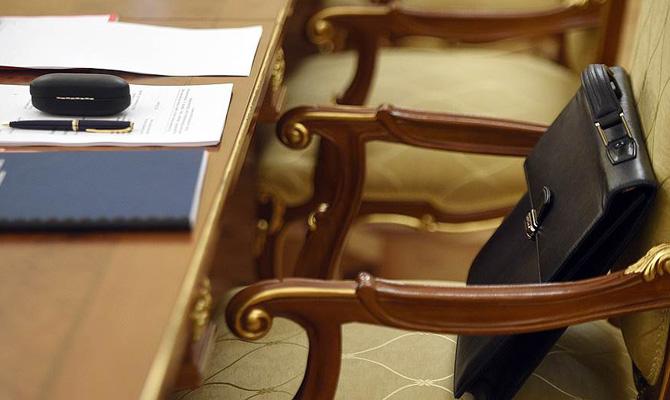 Опрос показал, что практически половина жителей государства Украины хотят отставки Порошенко