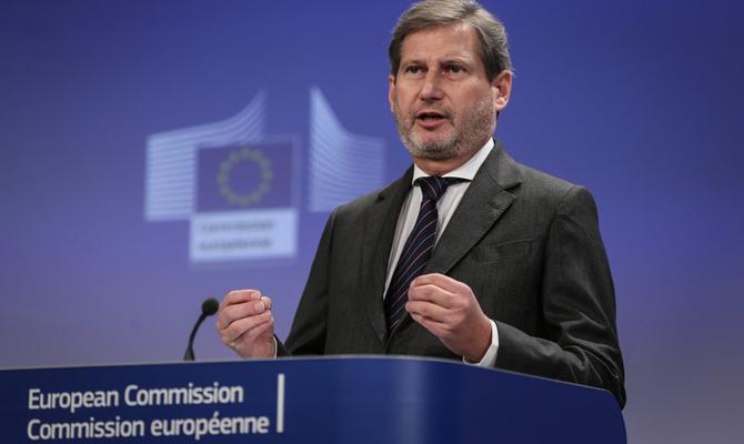 Еврокомиссар Хан призвалЕС ускорить безвиз с Украинским государством