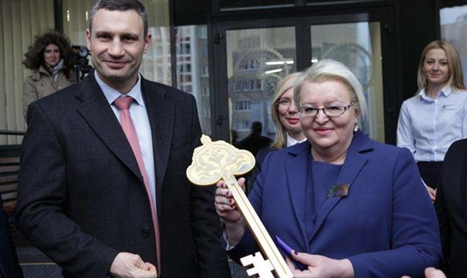 Кличко открыл обновленный Дарницкий центр предоставления админуслуг