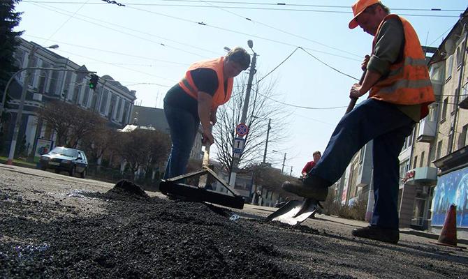 Кабмин выделил более 700 миллионов на содержание дорог в январе