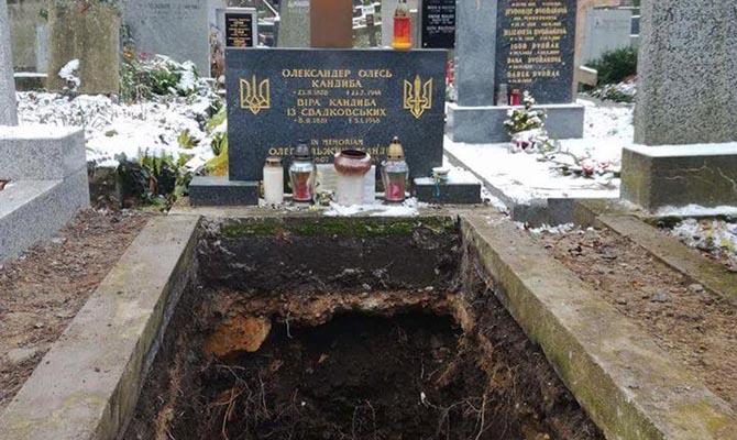 Чехия дала разрешение напередачу эксгумированных останков Александра Олеся