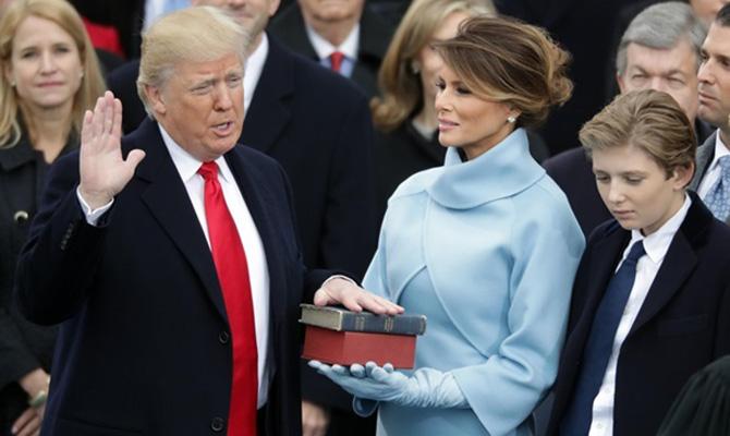 Президент США иего секретарь раскритиковали СМИ заосвещение инаугурации