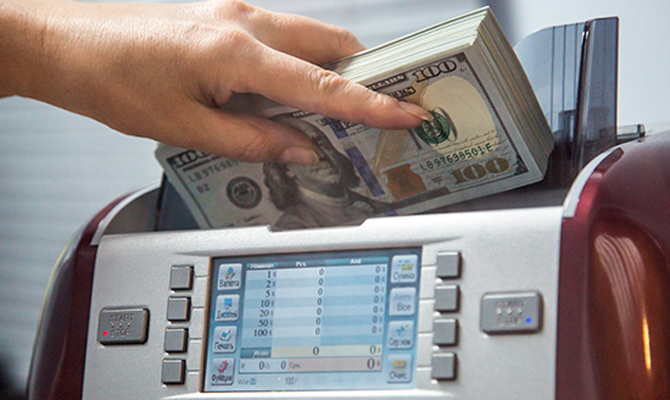 Украинцам разрешили класть деньги на зарубежные счета без лицензии НБУ
