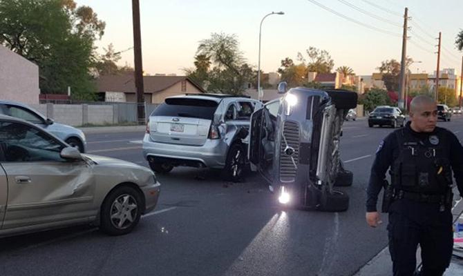 Uber приостанавливает испытания беспилотных авто после аварии
