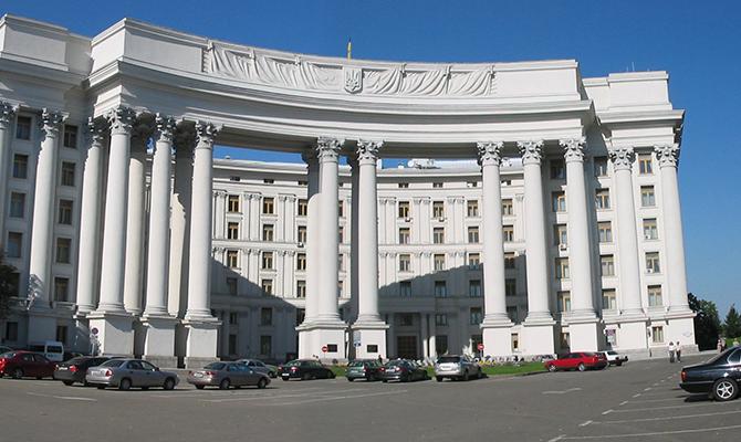 МИД: Безвизовый режим сЕС будет распространяться на граждан Крыма иДонбасса