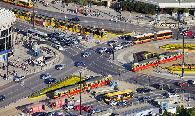 Порошенко подписал закон, который вводит единые правила пересечения перекрестка скруговым движением
