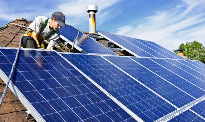 Украинцы установили больше 200 солнечных станций с начала 2017 года