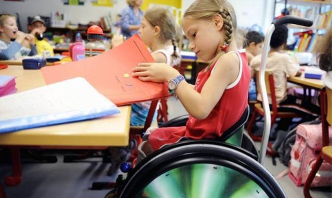 Дети сособыми потребностями получили право наобразование вовсех учебных заведениях