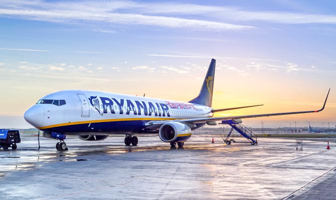 Ryanair отменил обязательную визовую проверку для украинцев