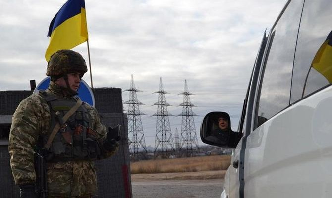 При обстреле Марьинки ранены двое гражданских