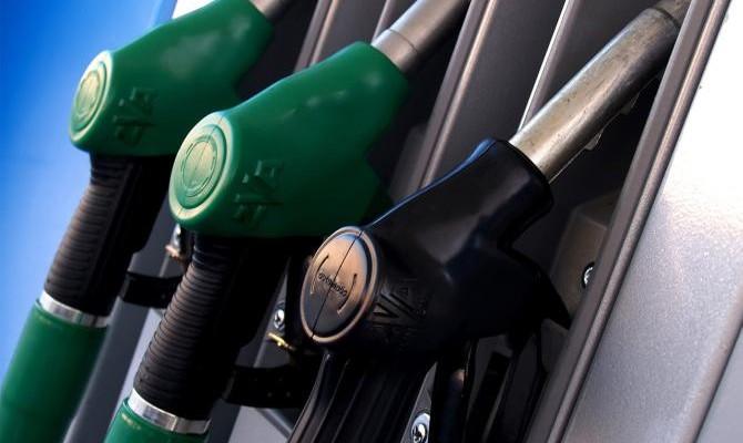 Крупнейшие сети АЗС снижают цены на бензин