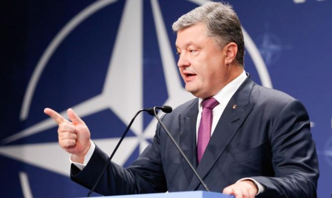 Порошенко снова подтвердил приверженность государства Украины курсу навступление вНАТО