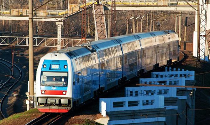 Время отправления поезда запорожье москва