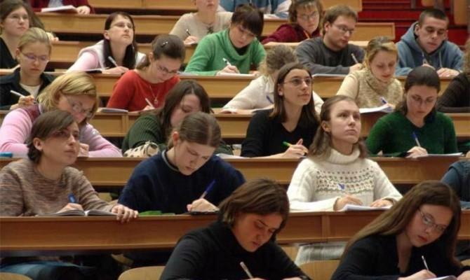 Продлен срок подачи документов в университеты для поступивших набюджет