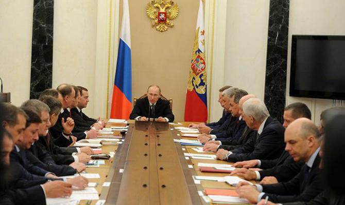 Путин обсудил «школьное перемирие» наДонбассе сЛавровым иШойгу