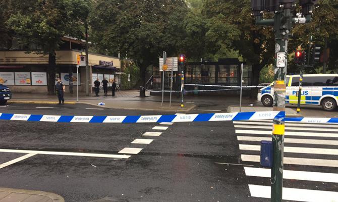Вцентре Стокгольма мужчина ранил ножом полицейского