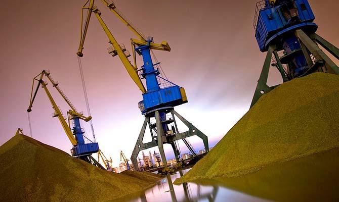Кабмин решил снизить портовые сборы с 2018 года