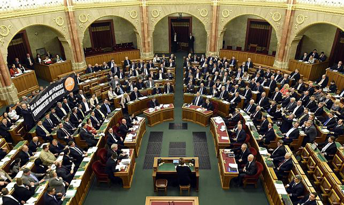 Парламент Венгрии единогласно осудил новый украинский закон обобразовании