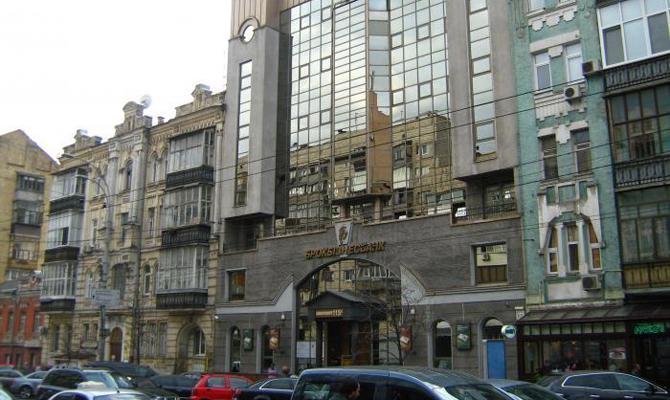 «Более 3-х лет судебной войны»: сооружение банка Курченко забрали задолги